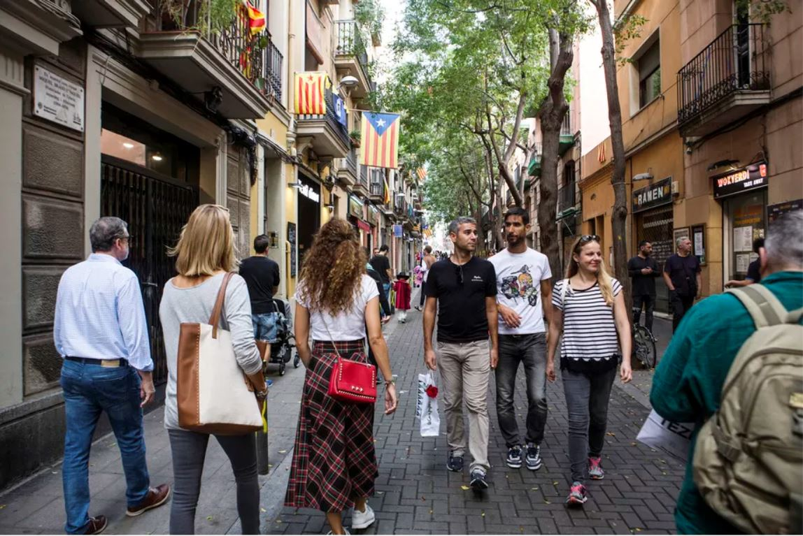 Photo by Maysun for Vox. Busy Barcelona street